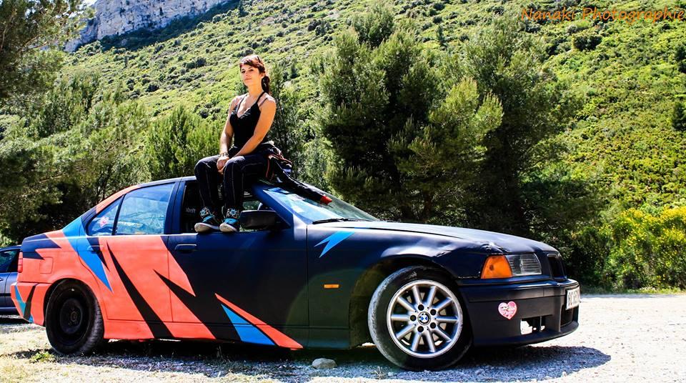 Megan Savary et sa BMW 323i avec l'ancienne déco